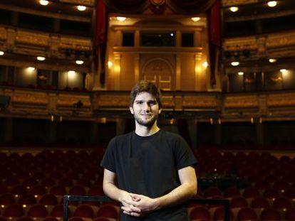 Lucas Vidal, compositor de música de cine, en el patio de butacas del Teatro Real de Madrid.