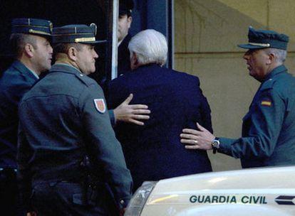 Macià Alavedra llega a la Audiencia desde la prisión.
