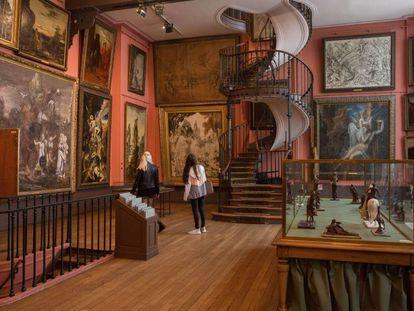 Visitantes en el Museo Gustave Moreau, en París.