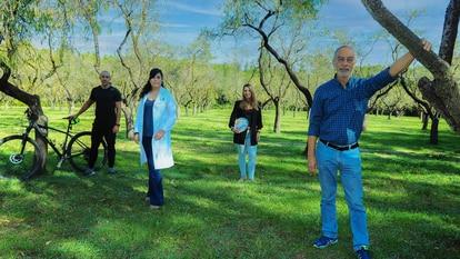 De izquierda a derecha: Pablo Guedes, preparador físico; Gely Álvarez, enfermera;  Isabel Yagüe, nutricionista, y Pedro Pareles, paciente con diabetes tipo 2.