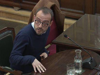 Captura de la señal del Tribunal Supremo, durante la declaración de Jaume Mestre, responsable de Difusión Institucional de la Generalitat, durante la sesión del juicio del 'procés'. En vídeo, resumen de la declaración.