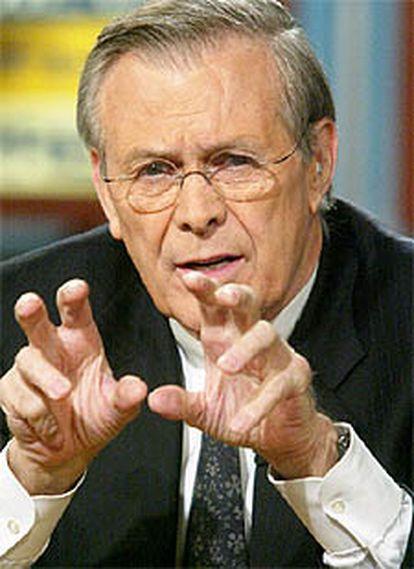 Donald Rumsfeld, jefe del Pentágono, en un programa de televisión.