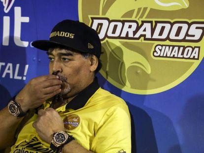 Maradona, durante un partido con Dorados de Sinaloa.