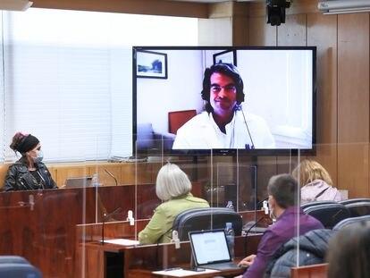 El doctor Carlos Mur, exdirector general de coordinación sanitaria en la Comunidad de Madrid, durante su comparecencia telemática este miércoles en la Asamblea de Madrid.