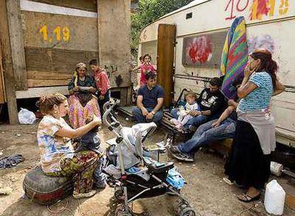 Campamento de gitanos procedentes de la antigua Yugoslavia en Cosilino, a las afueras de Roma.