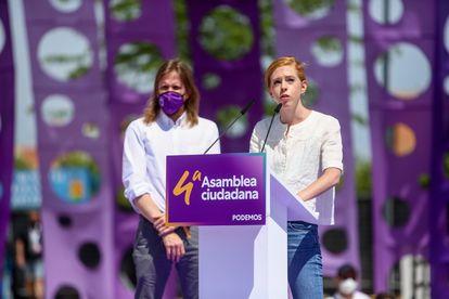 A la izquierda, el secretario general de Podemos en Castilla y León, Pablo Fernández y la derecha Lilith Verstrynge, el pasado sábado en la IV Asamblea Ciudadana Estatal en Alcorcón (Madrid).