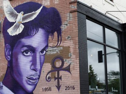 Grafitti en Minneapolis en honor de Prince.