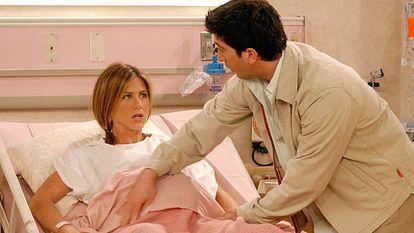 Imagen de la serie en la que la actriz Jennifer Aniston, que interpreta el papel de Rachel en 'Friends', está embarazada.