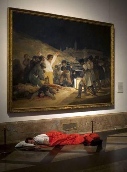 'Dónde dormir 1 (Goya)', de 2008, donde el artista Ampudia duerme en El Prado.