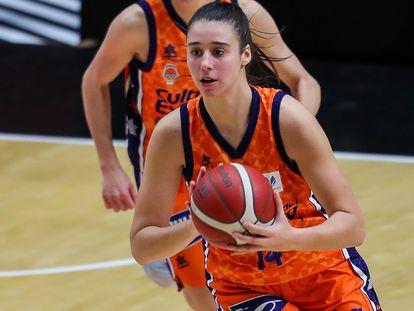 Raquel Carrera, con el Valencia Basket. getty
