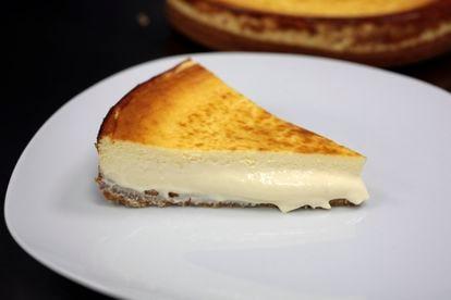 Una porción de la tarta de queso de Alex Cordobés.