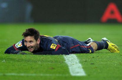 Leo se ríe tras fallar un cabezazo ante el Athletic.
