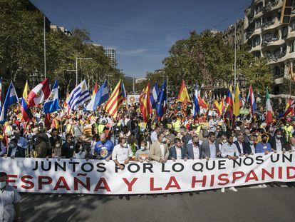 Cabecera de la manifestación por el día de la Fiesta Nacional, este martes en Barcelona.