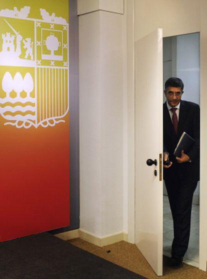 El 'lehendakari' Patxi López llega a la conferencia de prensa en la que ha anunciado el adelanto electoral.