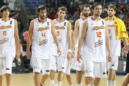 Los jugadores de la selección española, tras caer ante Argentina.
