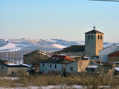 Vista general de la localidad de Tabanera de Cerrato, un pueblo palentino de solo 142 habitantes que busca familias con niños y ofrece a cambio una vivienda y una tienda de ultramarinos.