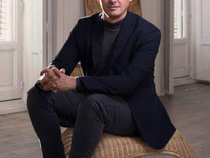 Álvaro Matías es el fundador de Almadás, una plataforma de identidad y cultura de empresa a través de estrategias creativas.
