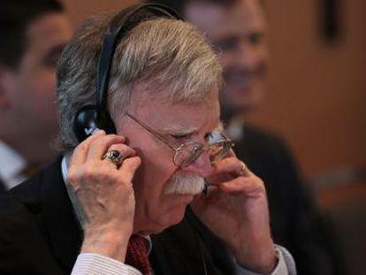 Bolton, asesor de Seguridad Nacional, advierte a las firmas extranjeras que se arriesgan a ser sancionadas si tienen vínculos con el chavismo