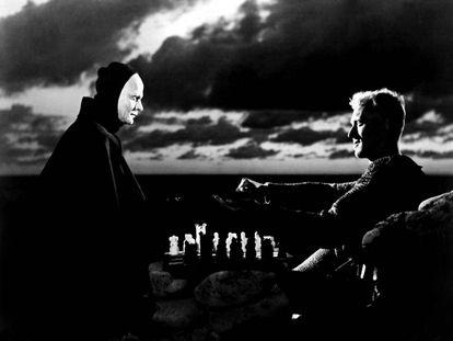 En 'El séptimo sello', Max Von Sydow se buscaba un enemigo realmente difícil de batir: la mismísima muerte.