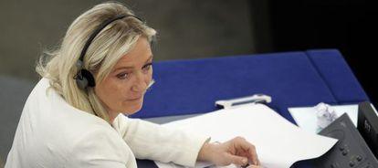 Marine Le Pen, en su escaño del Parlamento Europeo.