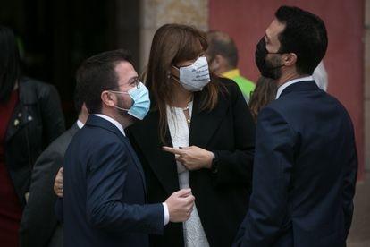 Los dirigentes de ERC Pere Aragonès y Roger Torrent, el pasado viernes junto a la presidenta del Parlamento de Cataluña, Laura Borràs.