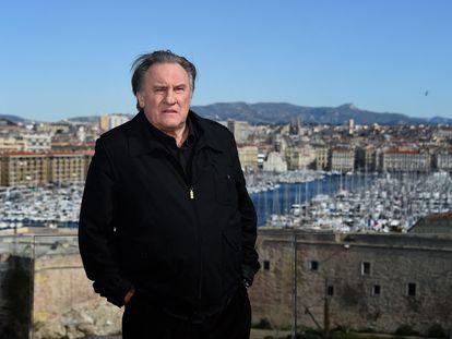 El actor francés Gérard Depardieu posa en el 'photocall' durante la promoción de la segunda temporada de 'Marsella', en 2018