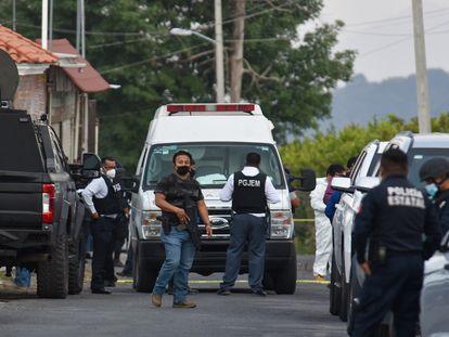 Un dispositivo policiaco se encuentra en Llano Grande municipio de Coatepec Harinas, en donde a medio día fueron emboscados elementos de la Secretaría de Seguridad  Estatal y de la Fiscalía General de Justicia del Estado de México (FGJEM).