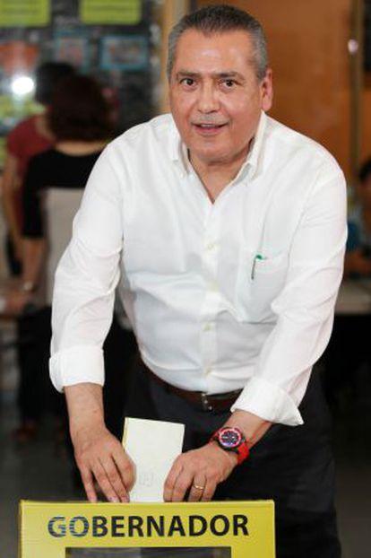 Manlio Fabio Beltrones, votando el 7 de junio.