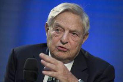 El multimillonario estadounidense de origen húngaro y presidente del fondo de alto riesgo Soros Fund Management, George Soros (d). EFE/Archivo