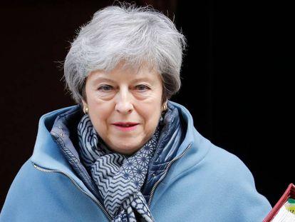 La primera ministra británica, Theresa May, sale de Downing Street el 3 abril.
