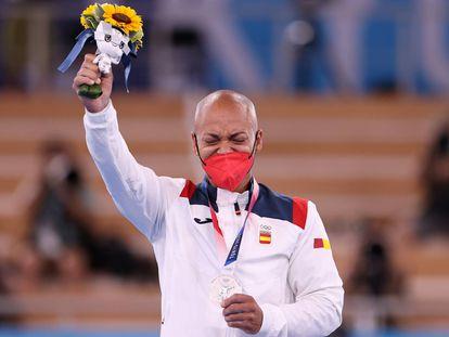 Zapata, tras recibir la medalla de plata en suelo.