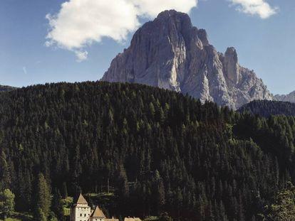 Panorámica del Castillo de Val Gardena (Italia) tal y como lo retrató Simon Watson.