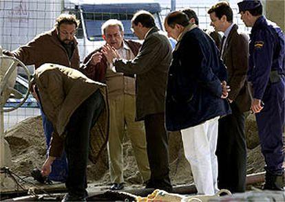 Imagen de los expertos investigando las causas de la explosión de la gasolinera