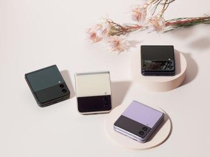 La pantalla principal del Galaxy Z Flip3 5G, de 6,7 pulgadas, está pensada para ser utilizada de forma similar a la de un móvil de gama alta convencional.