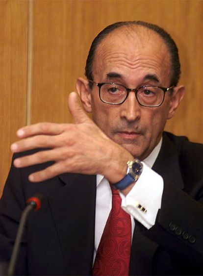 Roberto García Calvo durante su comparecencia ante la Comisión Consultiva de nombramientos del Congreso en el año 2001, cuando fue propuesto para el cargo de magistrado del Tribunal Constitucional.