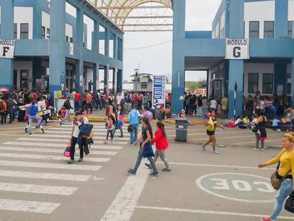 Paso fronterizo entre Perú y Ecuador.
