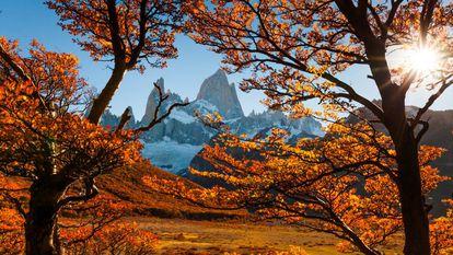 Otoño en el monte Fitz Roy en la Patagonia, Argentina.