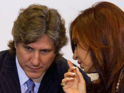 La presidenta Cristina Fernández de Kirchner habla con el vicepresidente, Amado Boudou, en diciembre de 2011 en Buenos Aires.