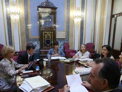 Reunión de la Mesa de la Comisión de Justicia en el Congreso de los Diputados, este jueves.