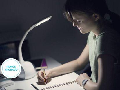 Probamos las mejores lámparas led de escritorio para estudiar o teletrabajar con un presupuesto máximo de 30 euros.