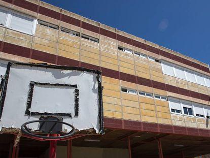 El actual estado de la fachada del colegio Juan de Herrera.