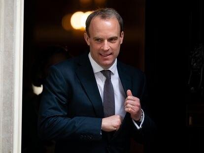 El ministro británico de Exteriores, Dominic Raab, abandona este jueves Downing Street.