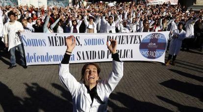Manifestación en el hospital La Paz (Madrid) contra la privatización, en noviembre de 2012.