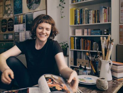 Annie Atkins, diseñadora gráfica y autora de 'Fake love letters'