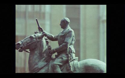 La estatura de Franco en las imágenes de época que reproduce el documental.