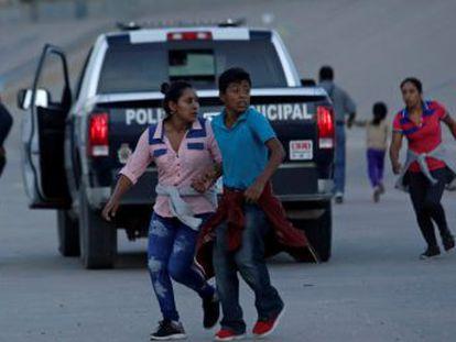 En tiempo récord, México ha endurecido los controles a los centroamericanos y, de facto, se ha convertido en el muro deseado por el presidente de Estados Unidos