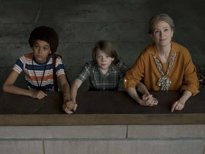 Jaden Michael, Oakes Fegley, y Julianne Moore en 'El museo de las maravillas'.