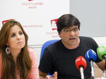 El concejal Miguel Ángel Pavón y la diputada de EU, Esther López, en la rueda de prensa.