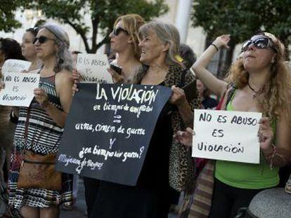"""La Fiscalía alerta del """"fenómeno"""" de las violaciones en grupo que """"cosifican"""" a la mujer"""
