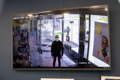 Cámaras térmicas medirán la temperatura de los empleados en las entradas de las oficinas y la planta de montaje.